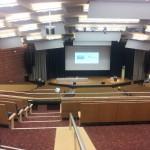 Blick auf die Bühne vom Saal 1